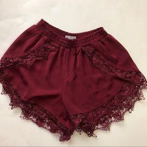 Cute burgundy short by tobi